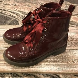 Girl's Gap Combat style boot, wine color, size 2